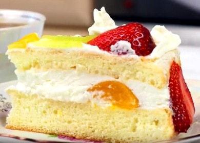 Простой и вкусный бисквитный торт с фруктами: пошаговый рецепт с фото.