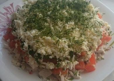 Легкий салат с вареной курицей — готовьте по проверенному рецепту
