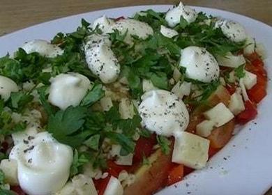 Самый вкусный салат с грецкими орехами и копченой курицей: пошаговый рецепт с фото и видео.