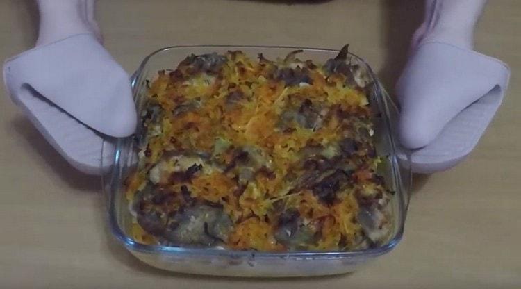 Налим, приготовленный в духовке по такому рецепту, получается нежным и сочным.