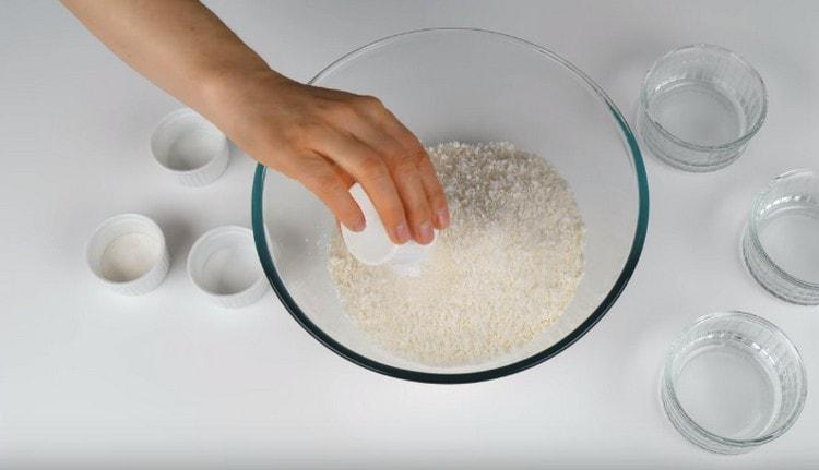 Добавляем также разрыхлитель. ванильный сахар и соль.