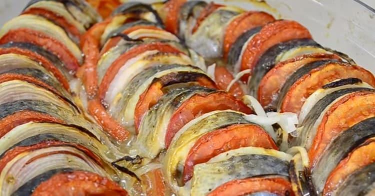 Этот рецепт скумбрии в духовке позволяет приготовить не просто вкусное, но также и красивое блюдо.