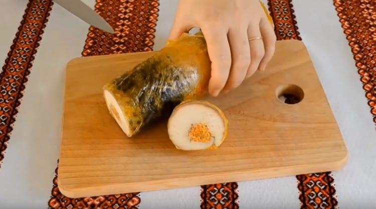 Попробуйте и вы приготовить такой оригинальный рулет из скумбрии по нашему рецепту.
