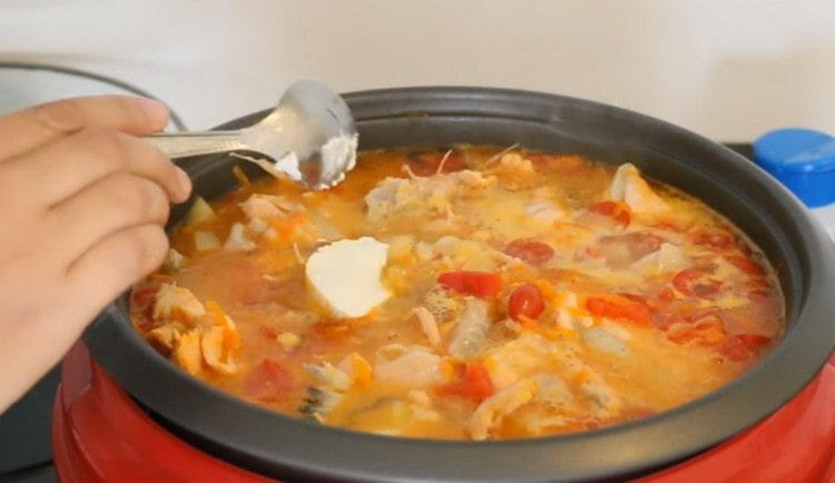 В суп из семги, приготовленный по такому рецепту. в конце можно добавить жирные сливки либо сметану.