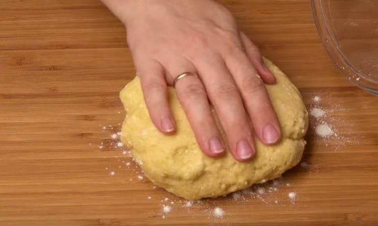 Готовое тесто полчаса должно отлежаться.