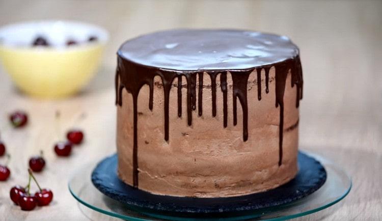 Верх десерта тоже покрываем ганашем.