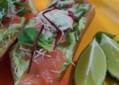 Бутерброды с авокадо и красной рыбой — быстрая и вкусная закуска