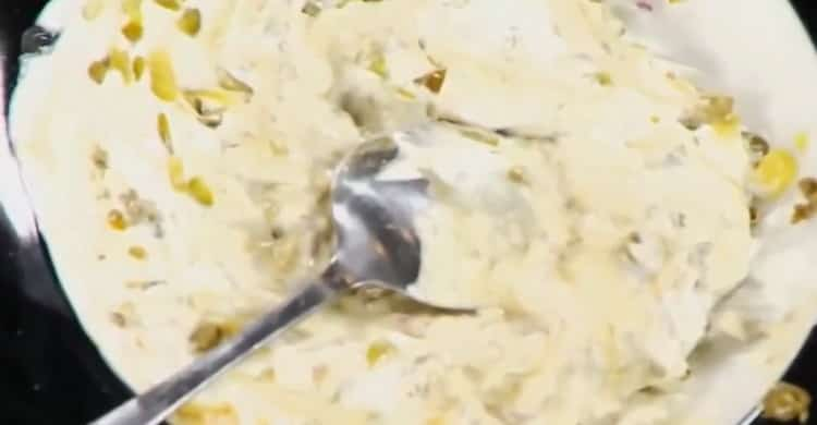 Для приготовления соуса к жареной рыбы смешайте все ингредиенты для приготовления