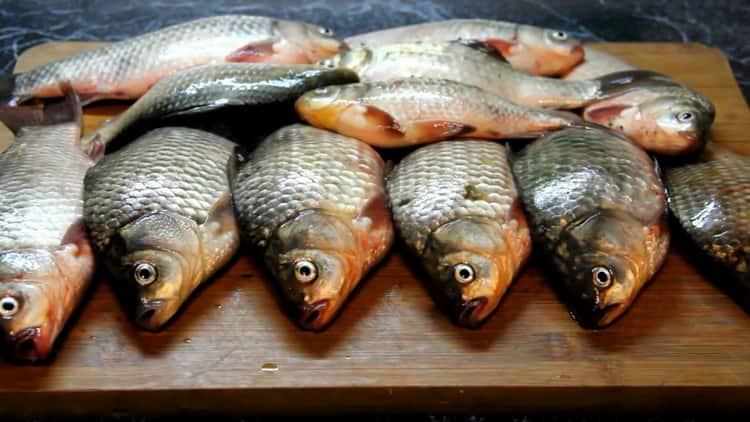 Для приготовления вяленой рыбы, подготовьте ингредиенты