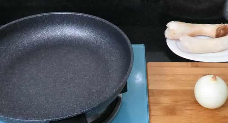 По рецепту для приготовления рыбы, разогрейте сковородку