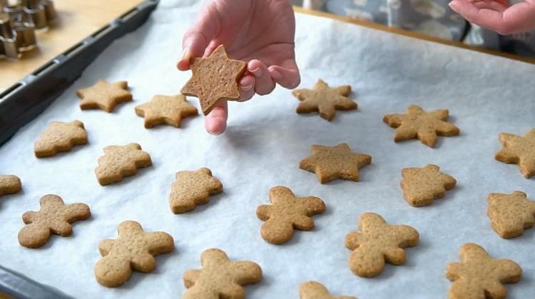 Для приготовления имбирного печенья запеките печенье