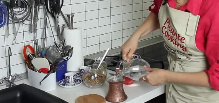 Для приготовления кофе по турецки по простому рецепту, подготовьте ингредиенты