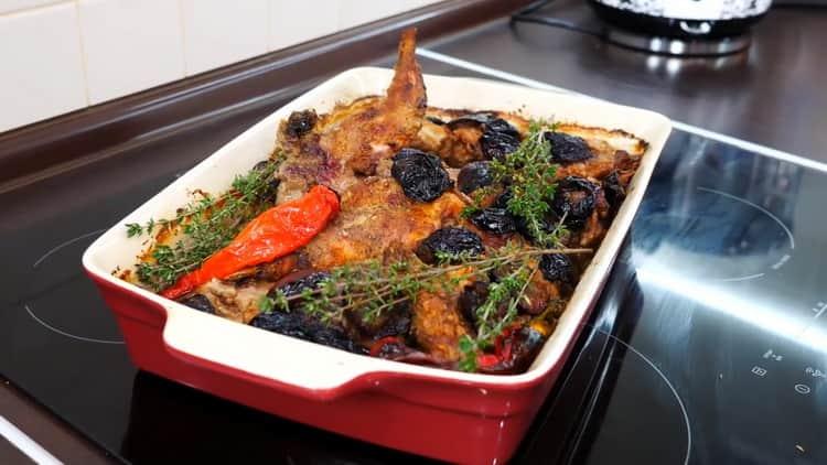 Для приготовления кролика в духовке включите духовку