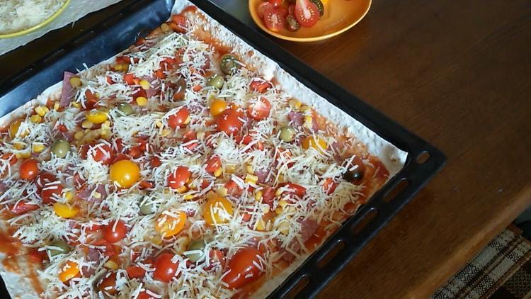 Для приготовления пиццы из лаваша в духовке включите духовку