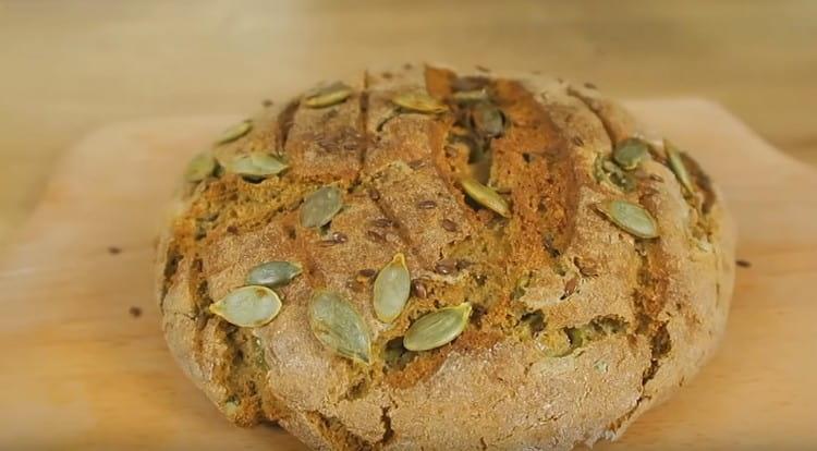 Аппетитный амарантовый хлеб выпекается минут 40.