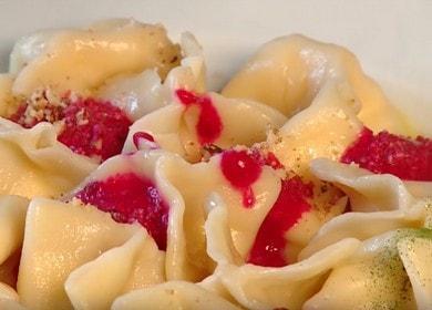 Необычные вареники с адыгейским сыром и кремом из свеклы