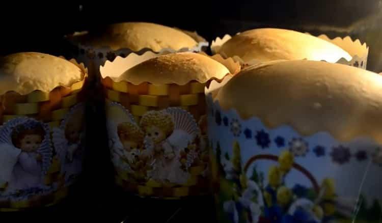 Для приготовления классического кулича по простому рецепту разогрейте духовку