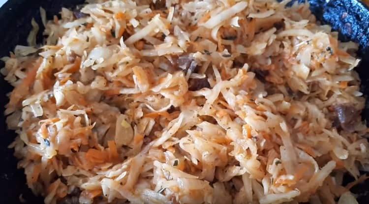 Ароматная капустная начинка для вареников готова.
