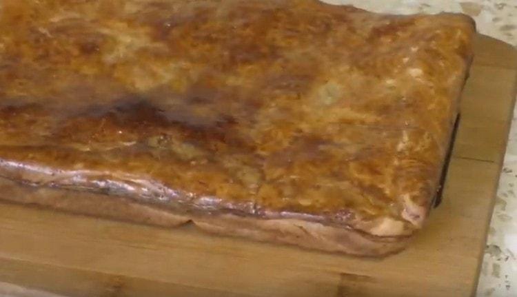 Такой пирог со скумбрией будет выпекаться в духовке максимум полчаса.