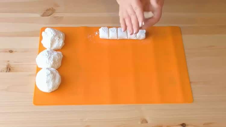 Как научиться готовить вкусные пирожки из слоеного теста с творогом