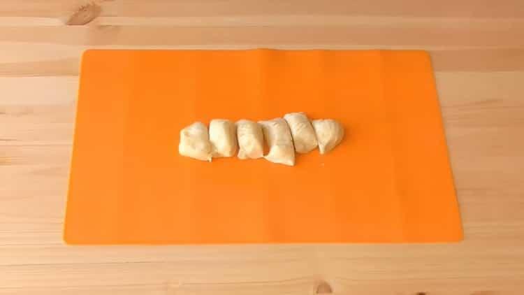 Готовим пирожки из слоеного теста с творогом