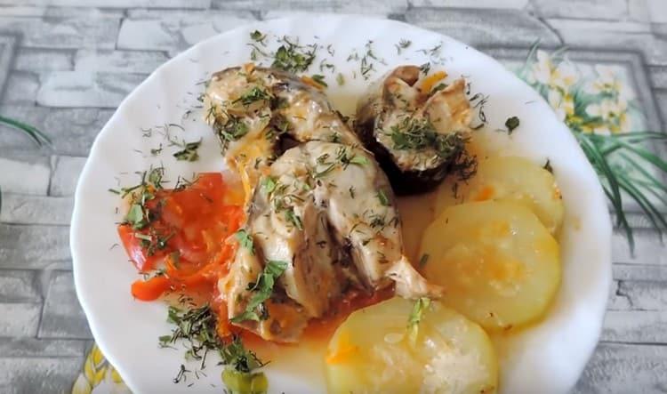 Такая скумбрия с овощами это уже вкусное полноценное блюдо.