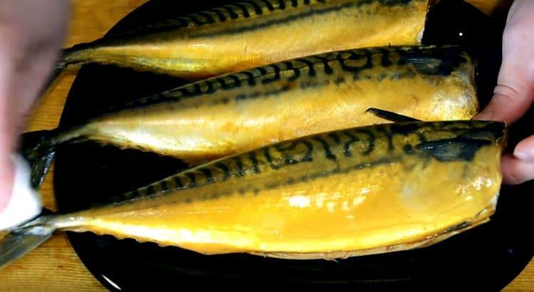 Для блеска рыбу можно смазать растительным маслом.