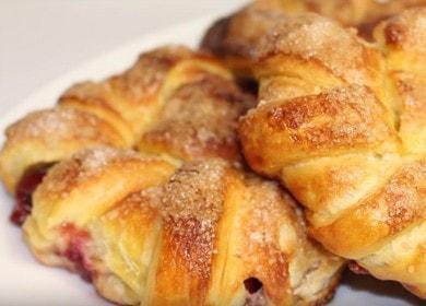 Готовим вкусные и красивые слойки с вишней из слоеного теста по рецепту с фото.