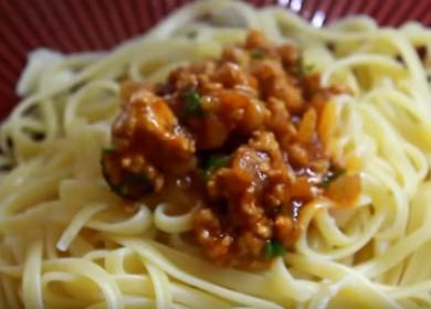 Готовим ароматные спагетти с фаршем и томатной пастой по пошаговому рецепту с фото.
