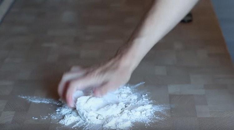 Собираем тесто в ком.