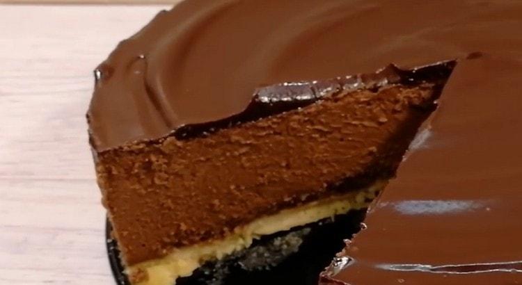 Этот шоколадный чизкейк получается невообразимо вкусным.