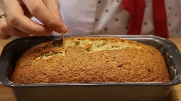 Для приготовления бананового кекса проверите готовность