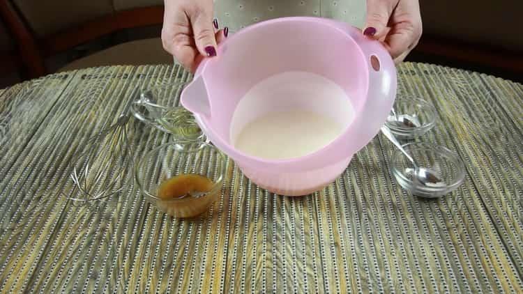 Для приготовления бездрожжевого хлеба соедините ингредиенты