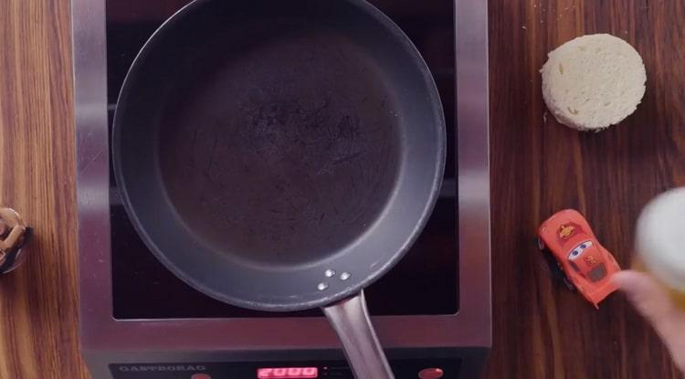 Для приготовления брускетты с лососем, подготовьте ингредиенты