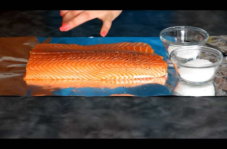 Перед тем как засолить лосось подготовьте ингредиенты
