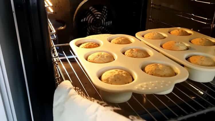Для приготовления капкейков на день рождения разогрейте духовку