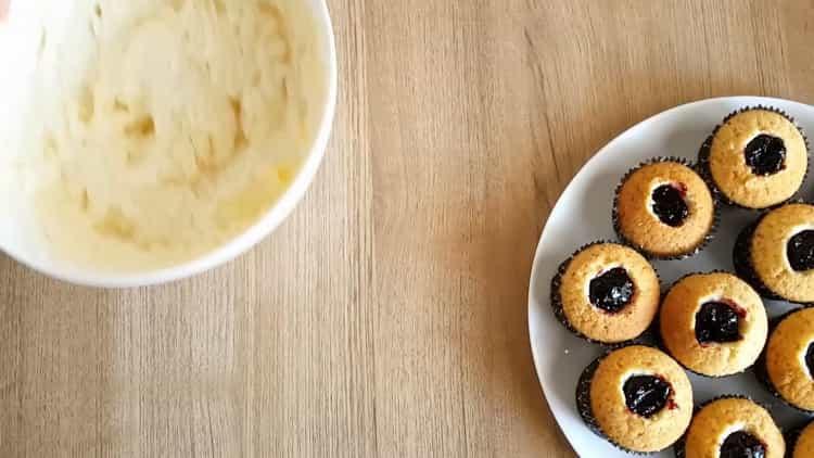 Для приготовления капкейков на день рождения приготовьте масляный крем