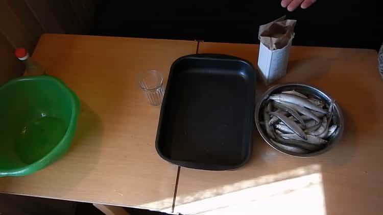 Для приготовления вяленой корюшки, подготовьте ингредиенты