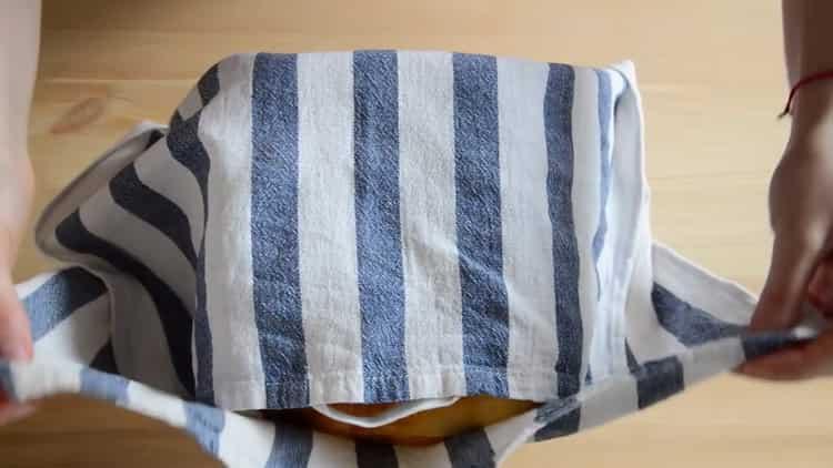 Для приготовления кулича накройте полотенцем