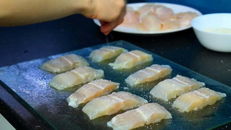Для приготовления морского языка в кляре. посолите рыбу