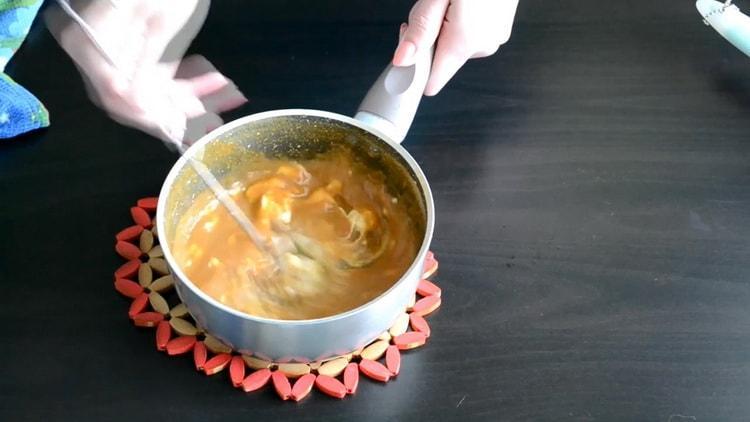 Для приготовления начинки для эклеров добавьте масло