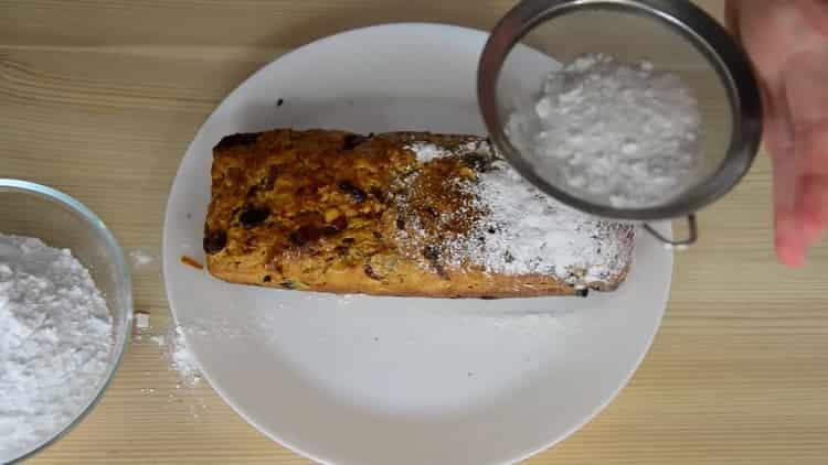 Для приготовления рождественского кекса посыпьте сахарной пудрой