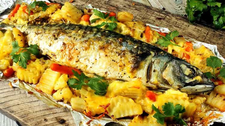 Скумбрия, запеченная с овощами в духовке