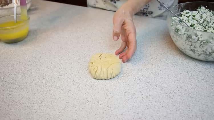 Булочки из слоеного теста с сыром по пошаговому рецепту с фото