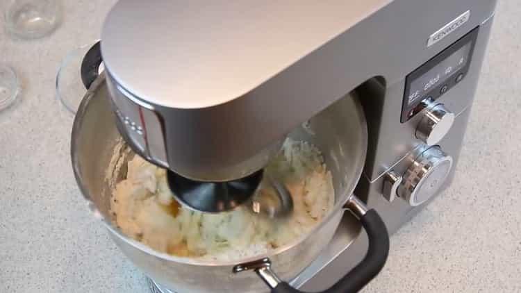 Для приготовления пирожков приготовьте тесто