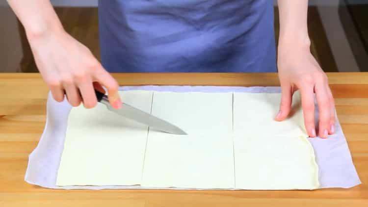 Готовим слойки с вареньем из слоеного теста