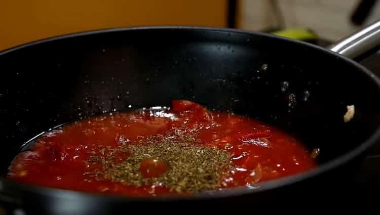 Для приготовления спагетти добавьте специи
