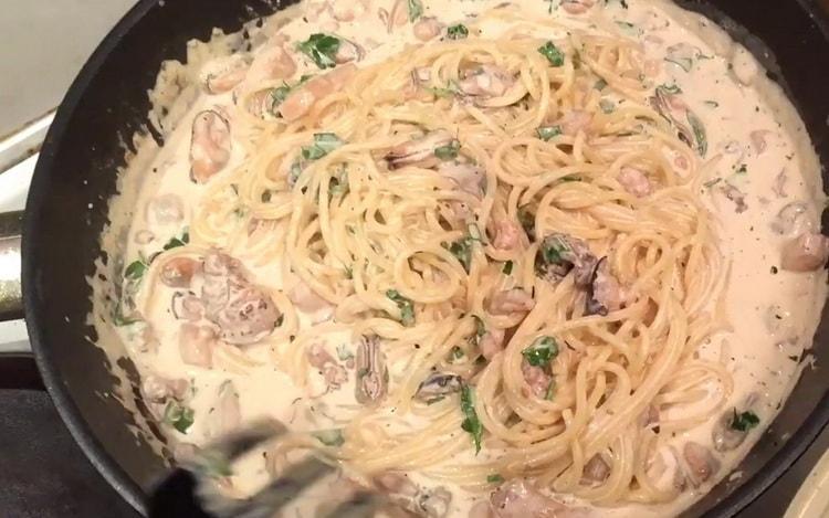 спагетти с морепродуктами готово