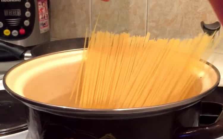 Готовим спагетти с морепродуктами