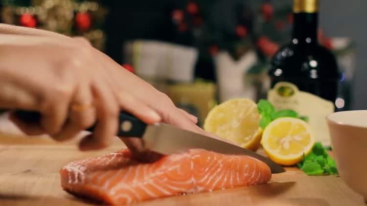 Для приготовления тартара из лосося подготовьте ингредиенты
